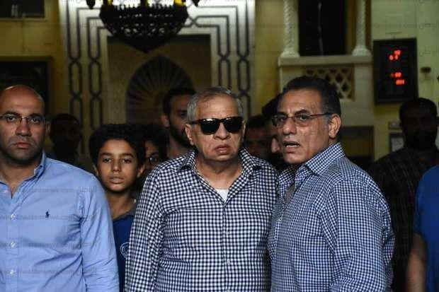 صور.. نجوم الفن يتوافدون على جنازة هيثم أحمد زكي