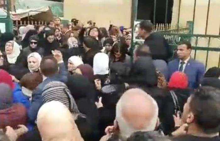 حوادث : رئيسة القومي للمرأة تفقد وعيها خلال تشييع جثمان نجلها