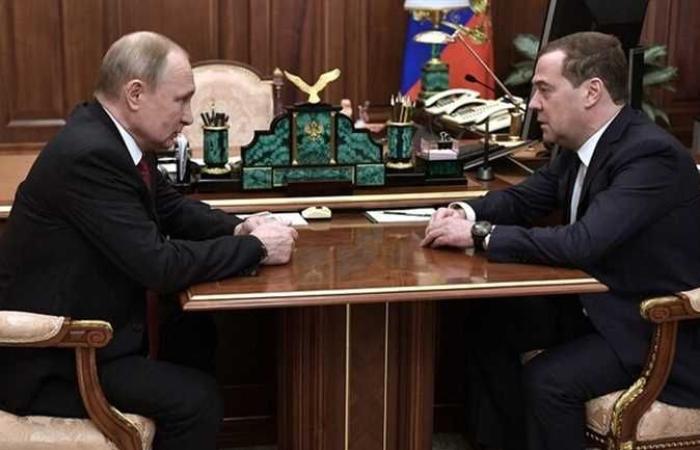 أخبار العالم : بوتين يقبل استقالة الحكومة الروسية