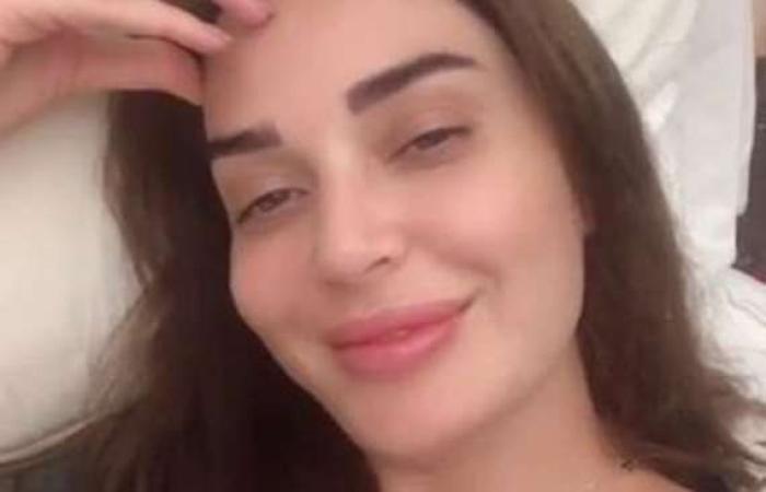 مقالات : سيرين عبد النور تقبل زوجها على السجادة الحمراء وتثير الجدل