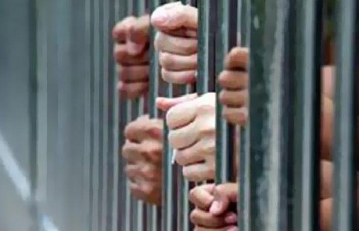 أخبار الحوادث : حبس 4 متهمين لسرقتهم مبالغ مالية وشيكات بنكية بالخانكة