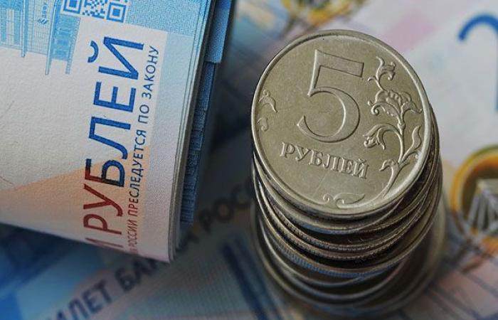 إقتصاد : التعديل الحكومي الروسي يعزز الروبل ويدفع بورصة موسكو إلى المنطقة الخضراء