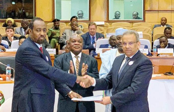 تكنولوجيا : توقيع مذكرة تعاون بين البريد المصرى والعالمى لتفعيل منصة التجارة الإلكترونية لإفريقيا