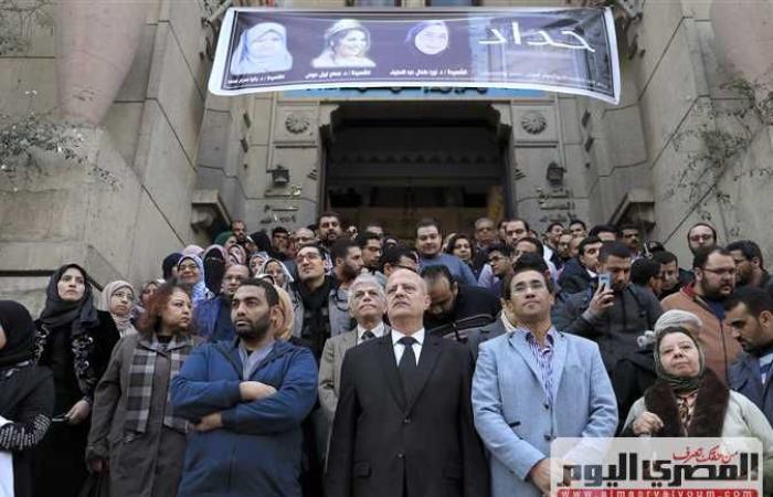 أخبار مصر : نقيب الأطباء فى تأبين «طبيبات المنيا»: التعسف الإدارى سبب الحادث