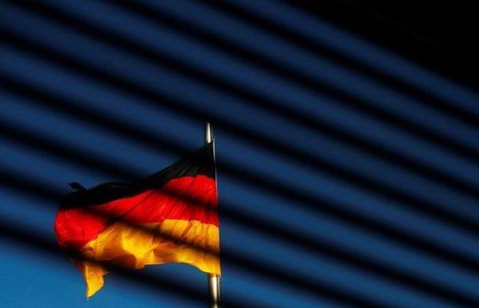 أخبار العالم : ألمانيا تدفع 800,000 أورو للاستمرار في استخدام ويندوز 7