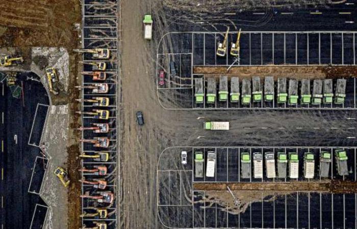 """أخبار العالم : بالصور.. الصين تبني مستشفى ضخماً في 7 أيام لمحاربة """"كورونا"""""""