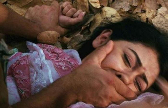 أخبار العالم : فيلم إباحي داخل مكان مقدس