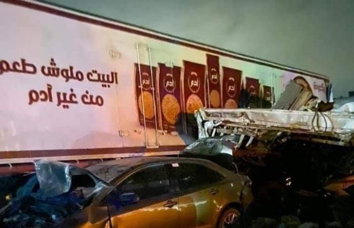 أخبار الحوادث : استخراج جثث ضحايا حادث الصف.. وشهود عيان: المقطورة دهست العربيات